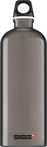 SIGG Traveller Smoked Pearl Trinkflasche (1 L), schadstofffreie und...
