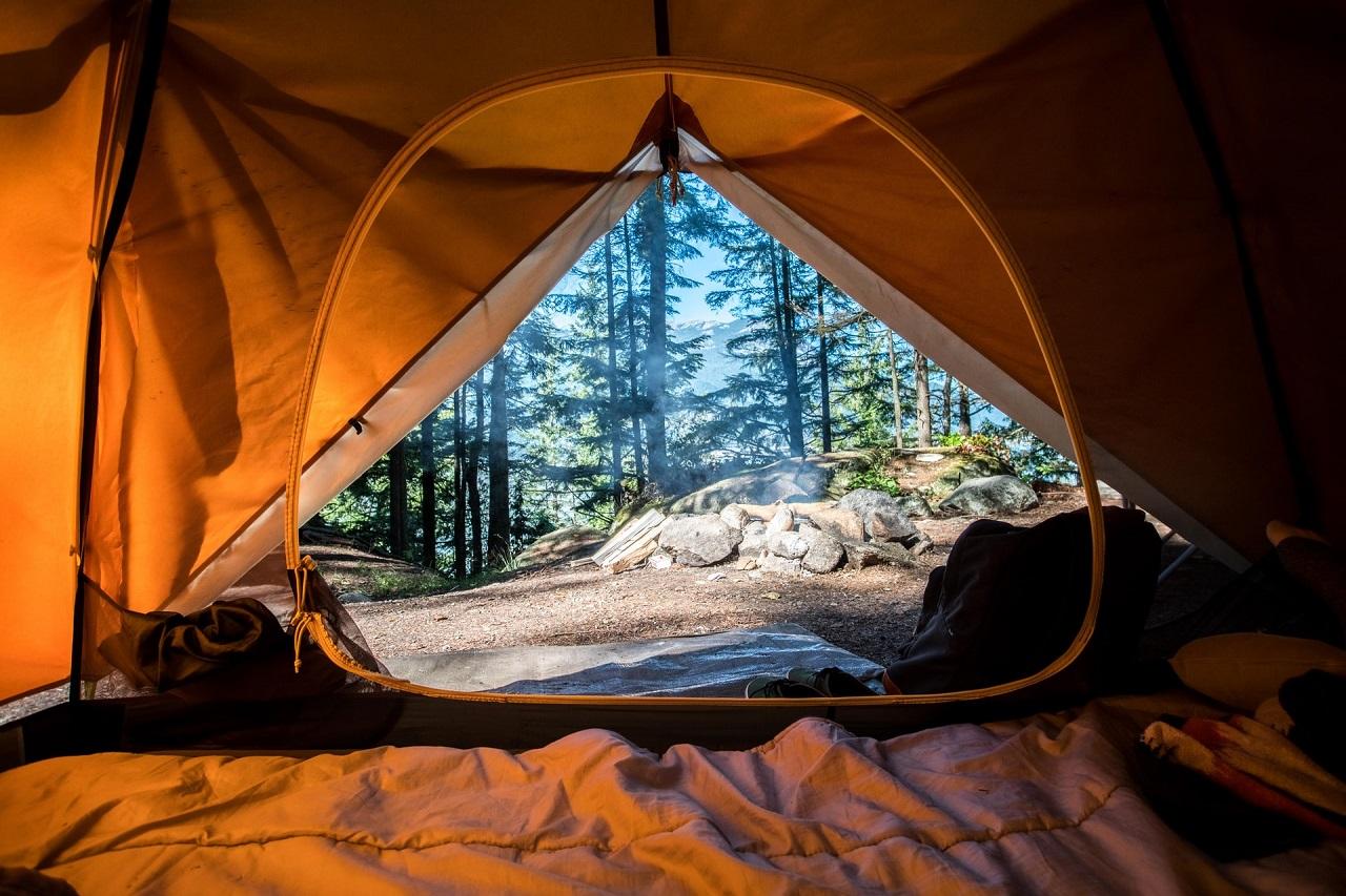 Auf einer guten Camping Matratze schläfst Du mitten in der Wildnis fast so gut wie Zuhause.