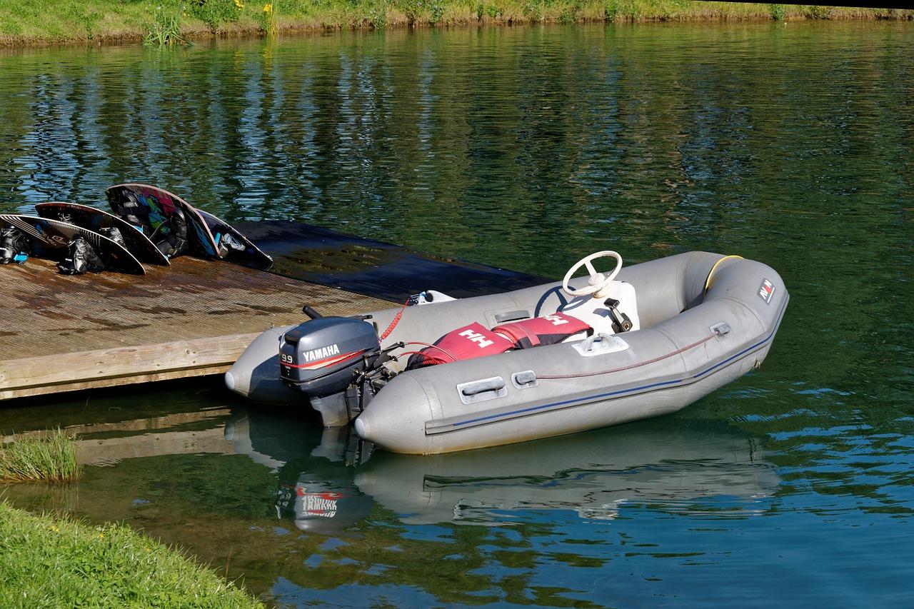Wir empfehlen zu einem Schlauchboot mit festen Boden zu greifen. Diese sind deutlich stabiler und bieten mehr Komfort.