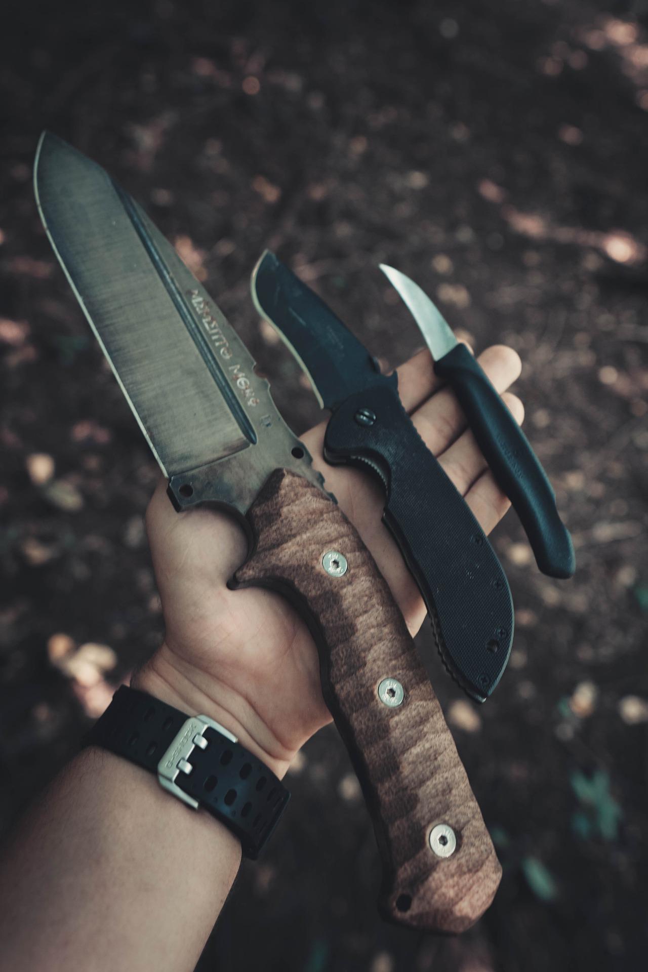 Jagdmesser gibt es in vielen unterschiedlichen Größen.
